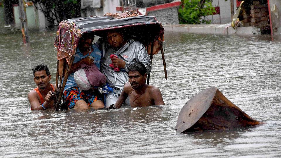 В Индии из-за сильных тропических ливней рухнул дом, есть погибшие
