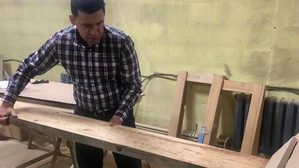 Свердловский губернатор продал стол