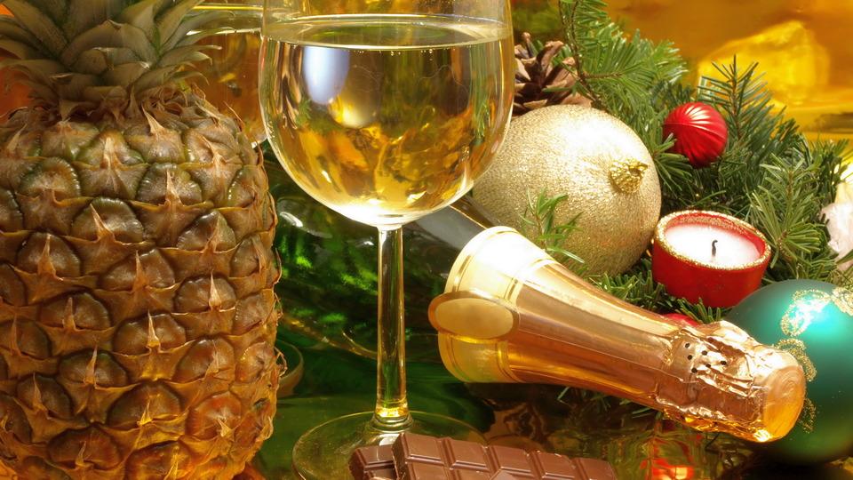 На новогодний алкоголь россияне готовы потратить более трех тысяч рублей