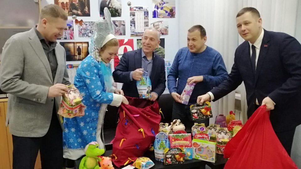 Новогодние подарки вручены жителям города в рамках акции #Щедрыйвторник