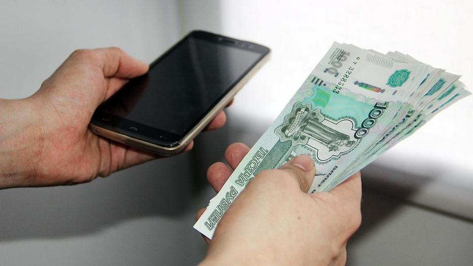 Мошенники оформили кредит на жительницу Каменска-Уральского на 730 тысяч рублей