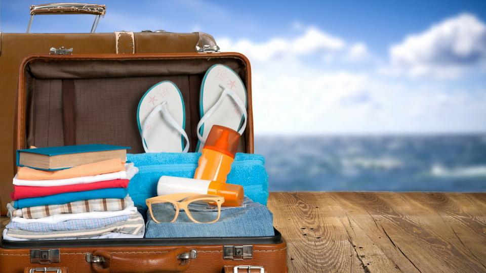 Большинство россиян занимаются поиском отелей и билетов в путешествия, находясь на работе