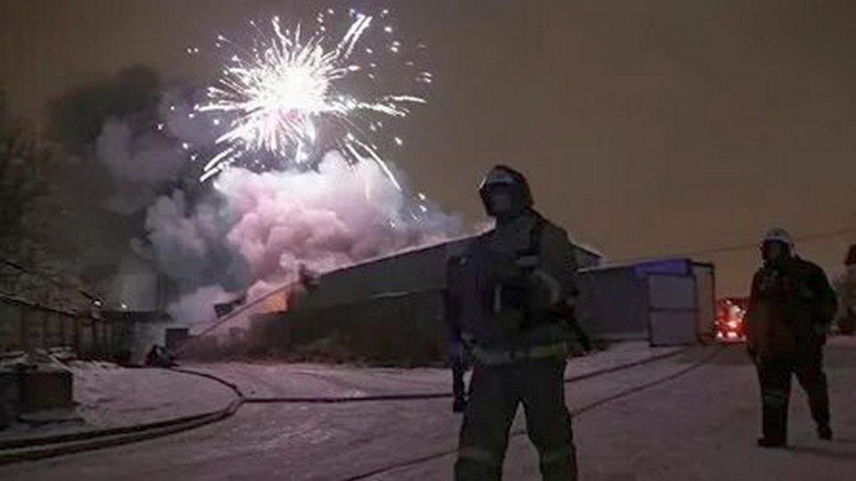 Жители Уфы запустили новогодний фейерверк не в воздух, а в жилой дом