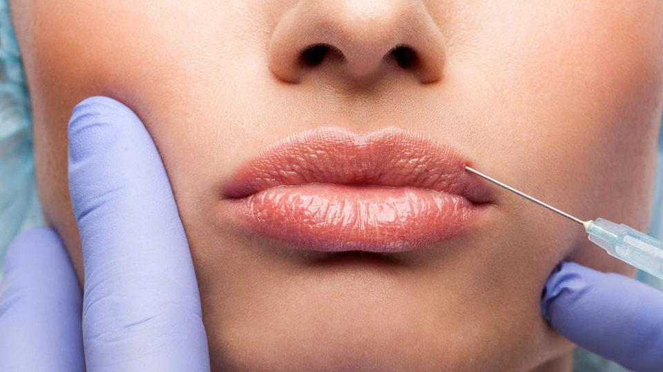 Четыре года колонии получила косметолог-самоучка, заразившая клиентку