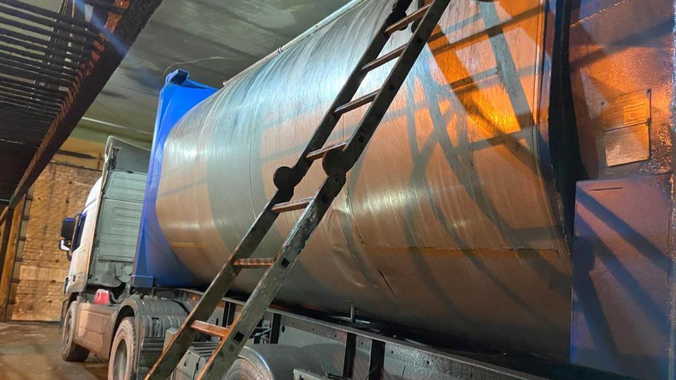 На Урале два работника автомойки погибли, промывая цистерну от дистиллированного масла