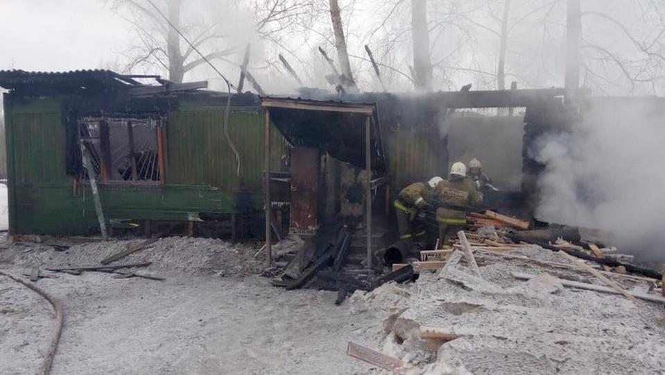 Опубликовано видео с места пожара в Томской области, где погибли не менее 10 человек