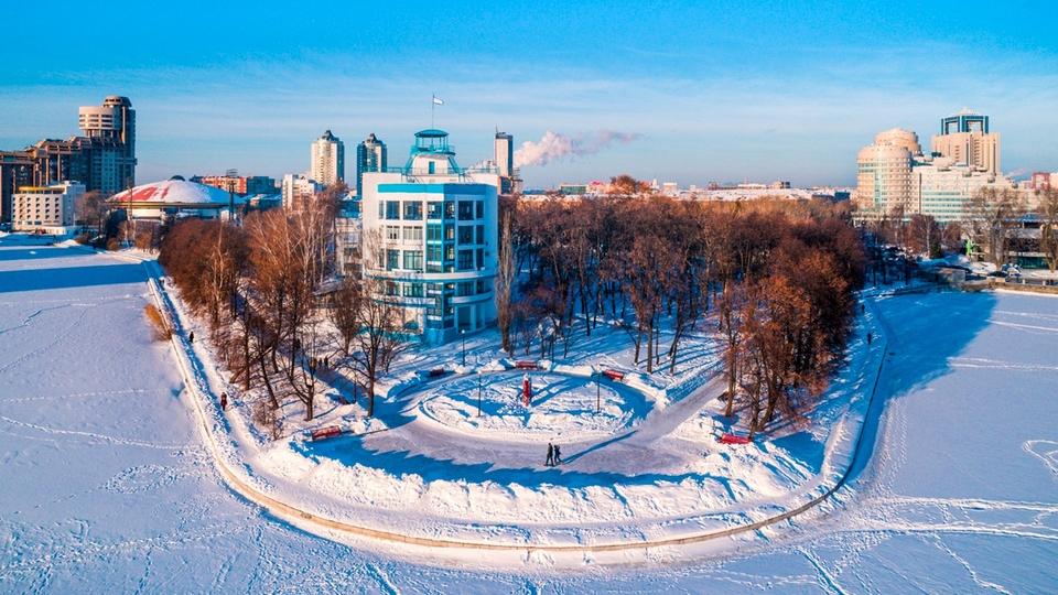Теплую и сырую погоду обещают синоптики жителям Урала