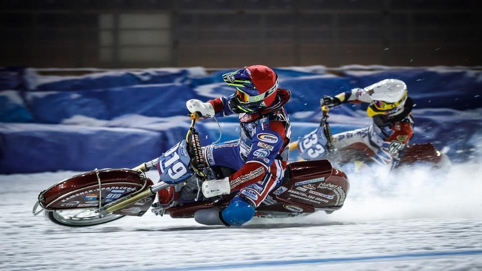 Дмитрий Хомицевич продолжает удерживать второе место на личном чемпионате мира по мотогонкам на льду