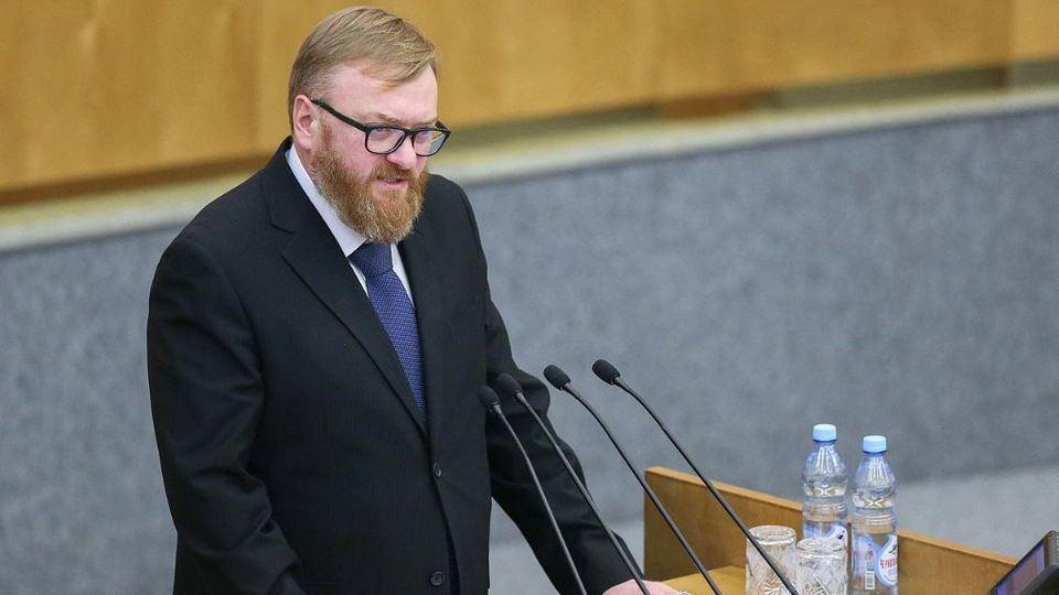 Милонов предложил запретить празднование 14 февраля в российских школах