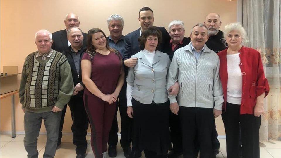Депутат Дмитрий Ионин спел про детство на встрече в Березовском