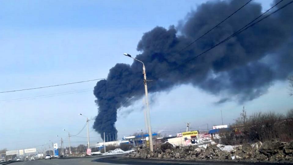 На Урале сгорел цех на заводе по производству пластиковой посуды