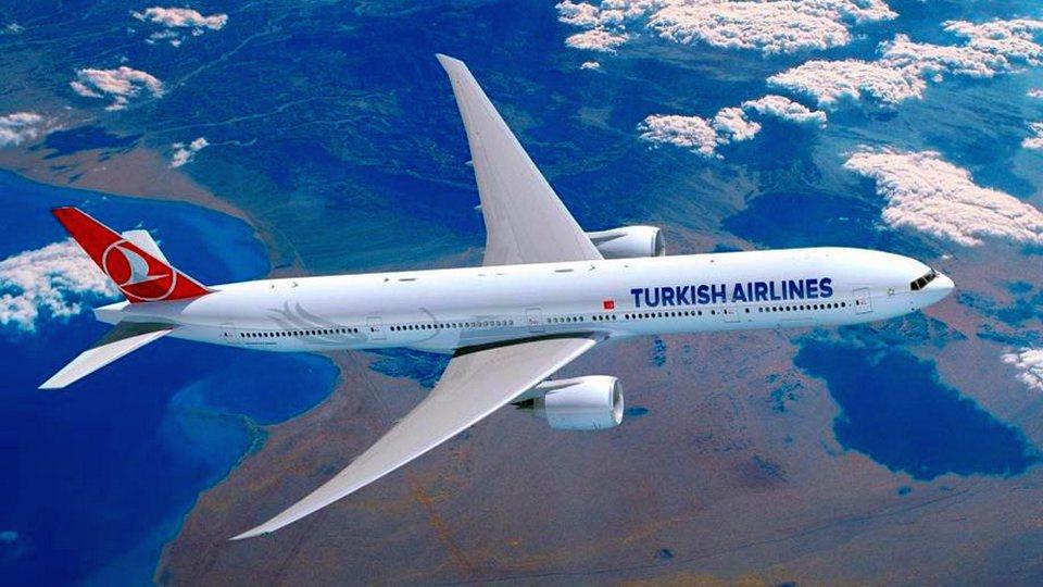 Самолет экстренно сел в Анкаре из-за подозрения на коронавирус у пассажира