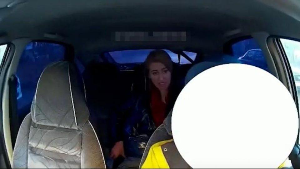 """В Дзержинске женщина отматерила таксиста в стиле """"вези меня, мразь"""""""