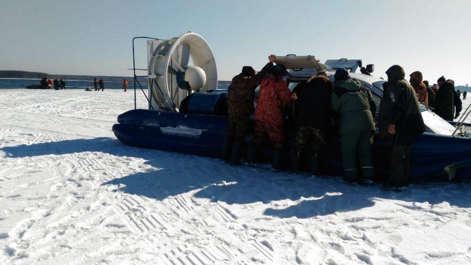350 рыбаков унесло на льдине в Белоярском районе: их спасли
