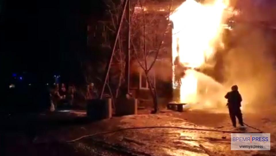 В Екатеринбурге семь человек погибли при пожаре в жилом доме