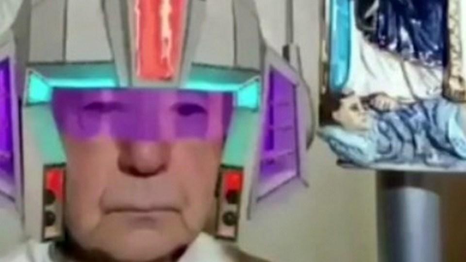 Священник из Италии случайно включил маски во время онлайн-проповеди