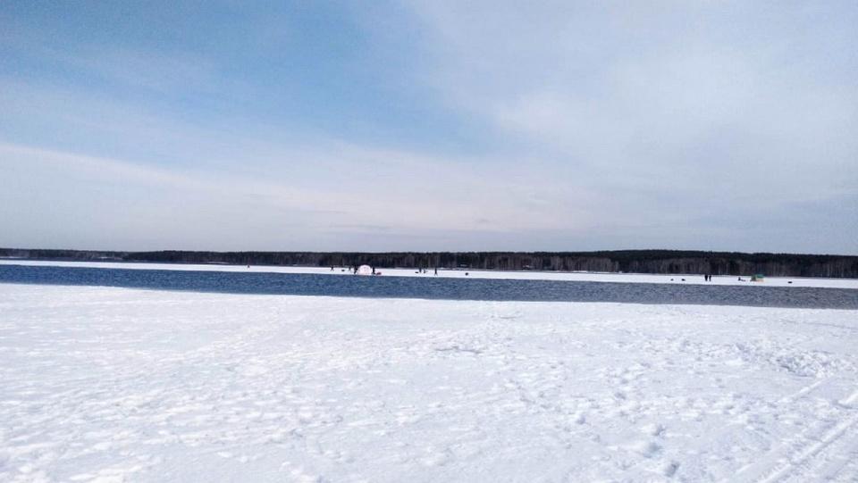 На Белоярском водохранилище 20 рыбаков унесло на льдине