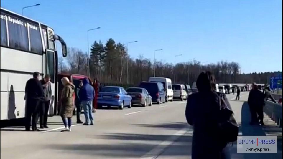 Украинские гастарбайтеры застряли на границе с Польшей