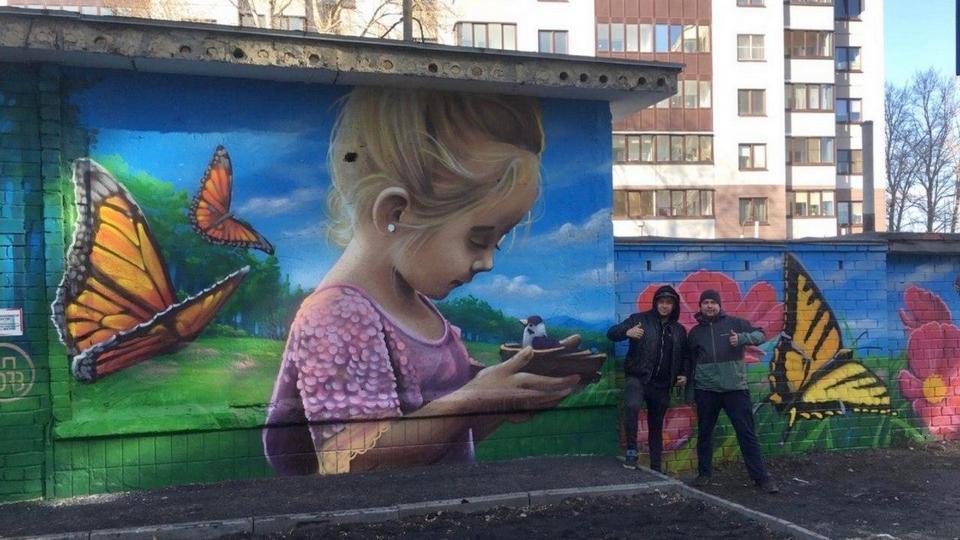 Челябинский художник сделал город ярче, нарисовав граффити