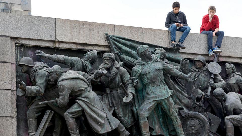 Путин внёс законопроект, устанавливающий уголовную ответственность за повреждение памятников