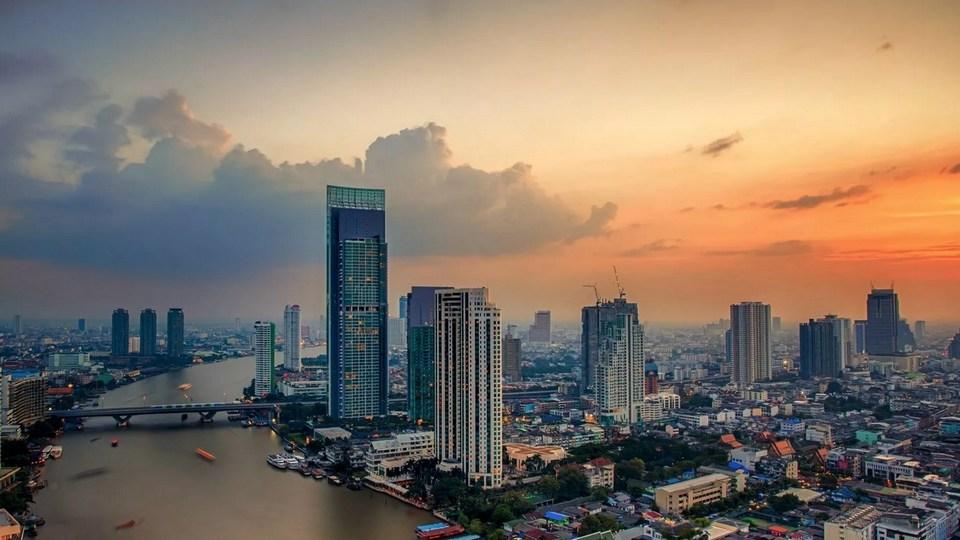 Власти Таиланда вводят комендантский час