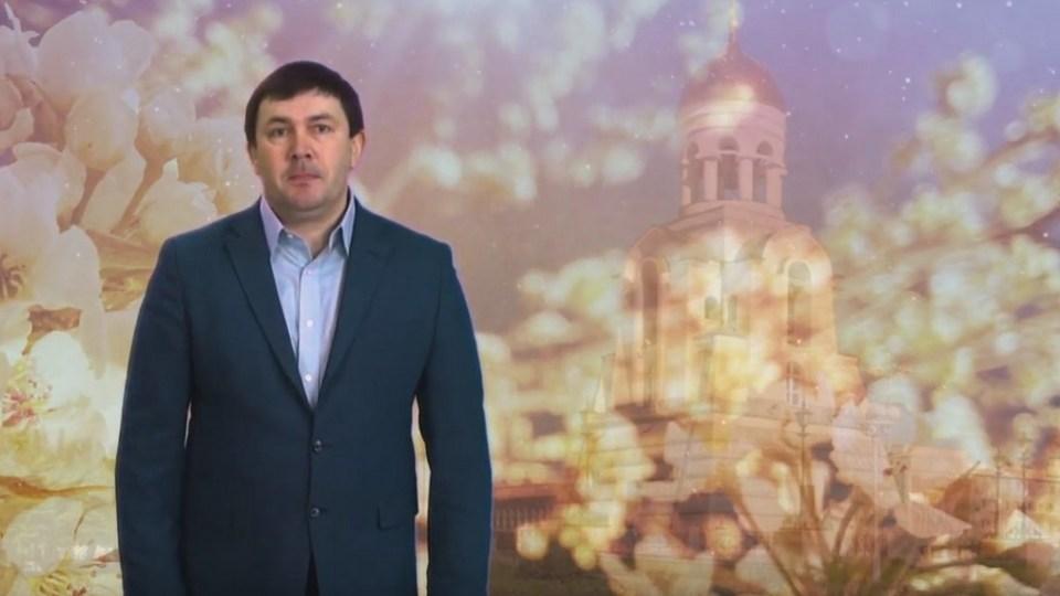 Алексей Шмыков поздравил православных каменцев с Пасхой