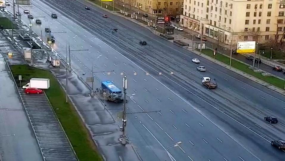 В Сети появилось видео с места ДТП на Кутузовском проспекте в Москве