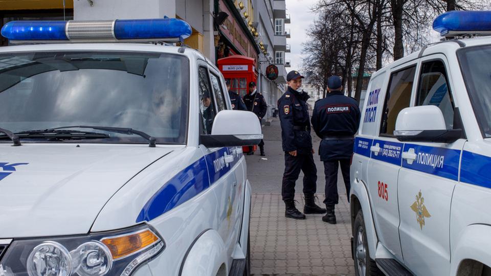 В Екатеринбурге мужчина с коронавирусом ранил полицейского ножом