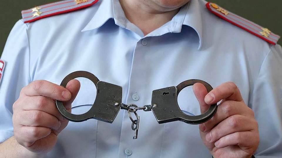 В Тюменской области мужчина покусал полицейского, ищущего нарушителей режима самоизоляции