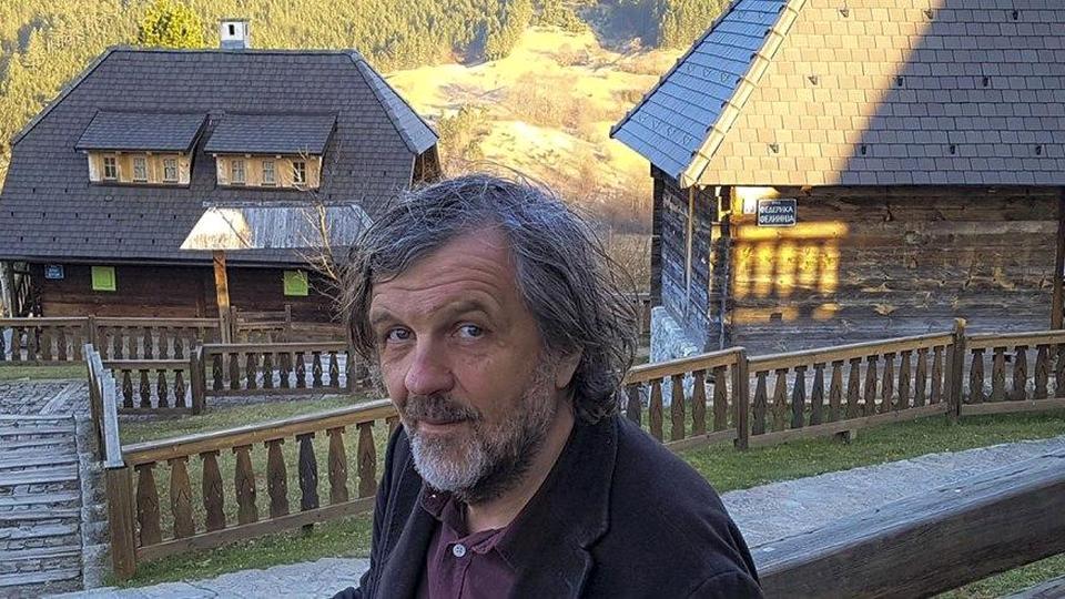 Режиссер Эмир Кустурица пригласил российских военнослужащих в этнодеревню Дрвенград