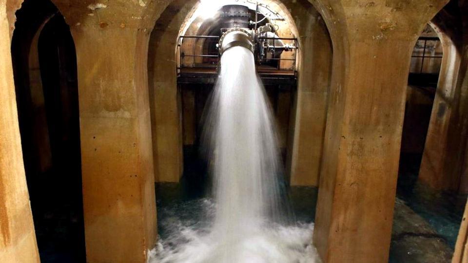 В Париже в трубопроводах с технической водой нашли следы коронавируса