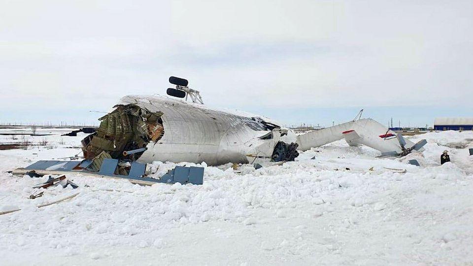Шесть человек пострадали при падении вертолета на Ямале