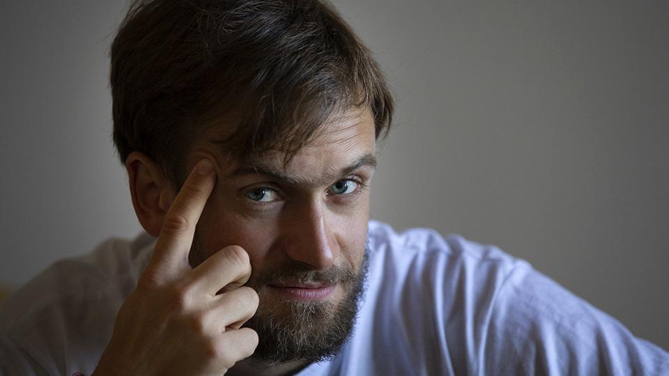 Участник Pussy Riot Петр Верзилов переоделся в полицейского, чтобы его не оштрафовали