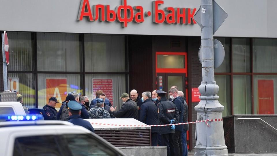 Захват заложников в Альфа-Банке в Москве: главное