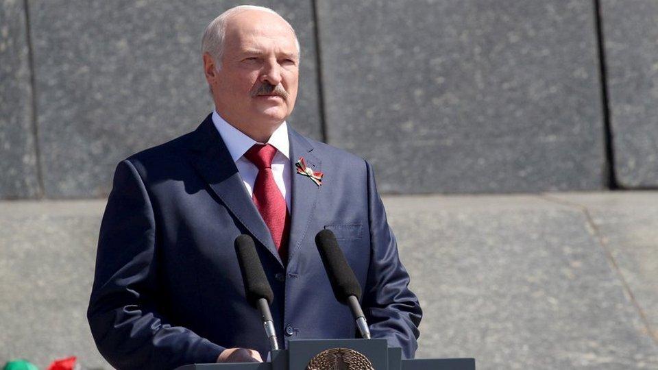 Что скажут люди: Лукашенко решил не отменять парад в День Победы