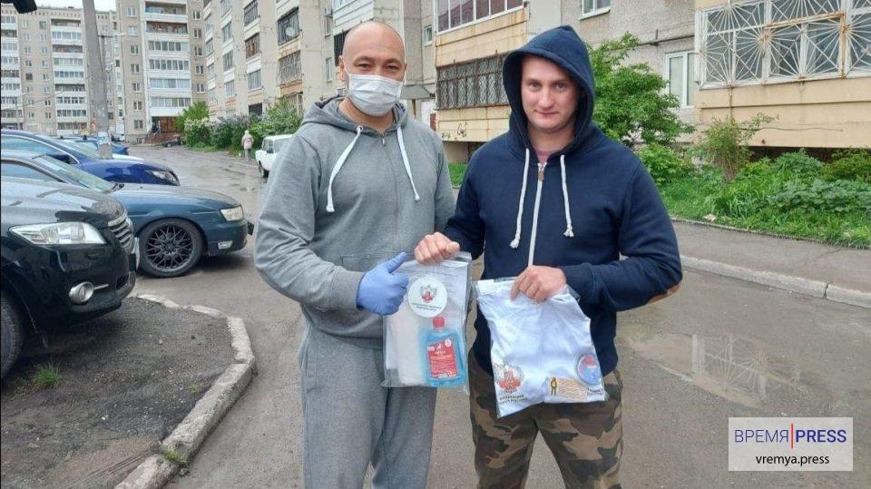 Каменцы вновь получили защитные маски и антисептики от Федерации бокса