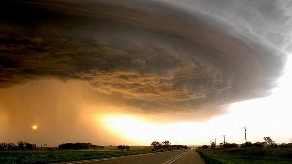 В Свердловской области ожидаются сильные грозы и ураган