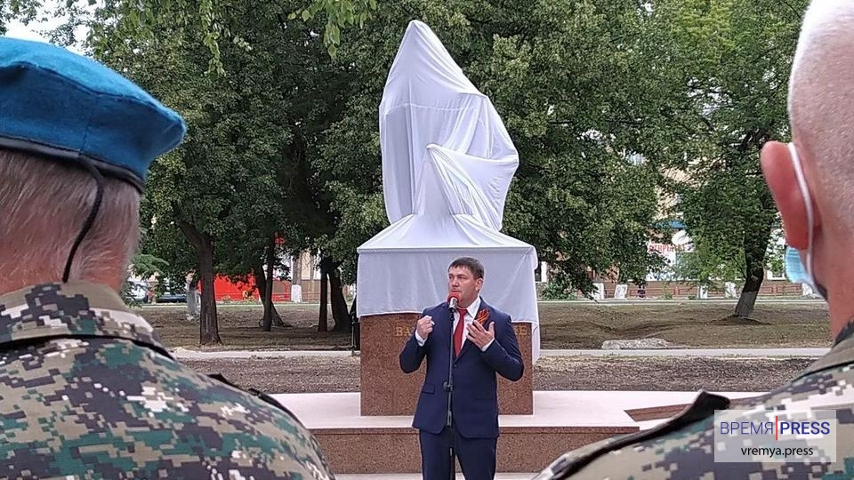 В Каменске-Уральском открыли памятник героям ВОВ и труженикам тыла
