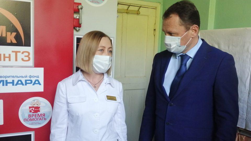 Более 200 тысяч защитных средств получили медучреждения Каменска-Уральского от благотворителей