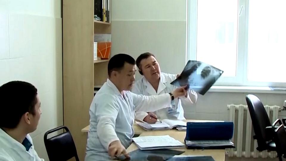 На западе Казахстана вспышка пневмонии, больницы переполнены
