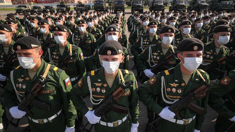 В Челябинске парад Победы 24 июня отменён, Екатеринбург ждёт решения