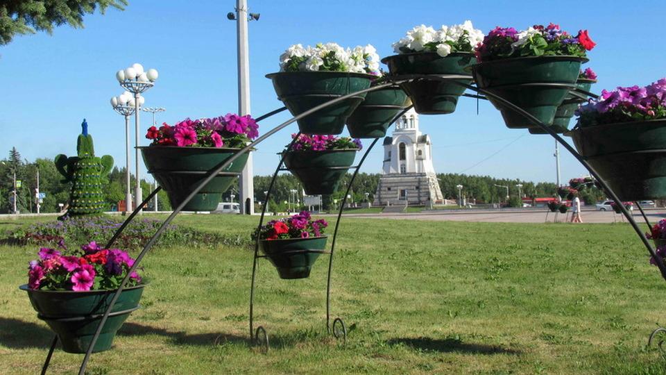 Привокзальную площадь Каменска-Уральского украсят фигурой и вывеской
