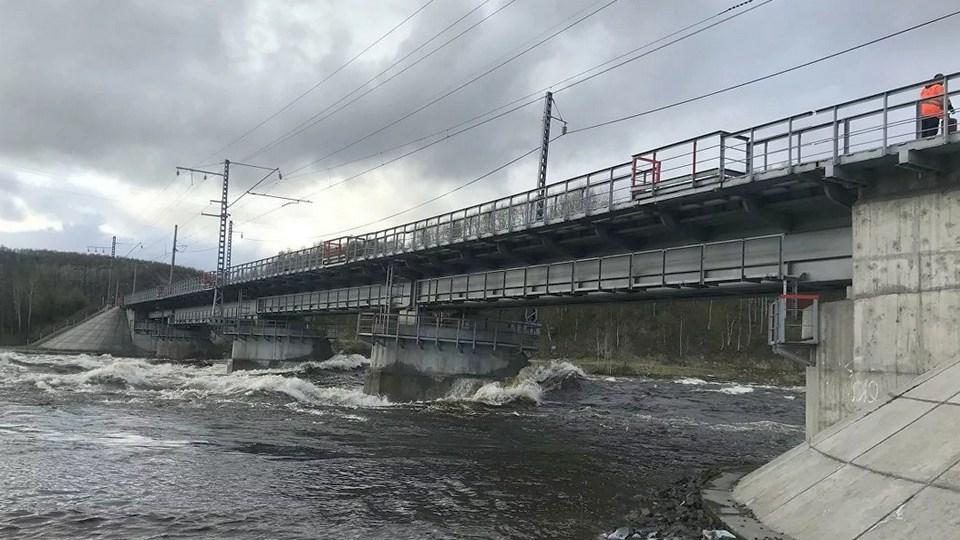 В Мурманской области рухнул железнодорожный мост, соединяющий регион с Россией