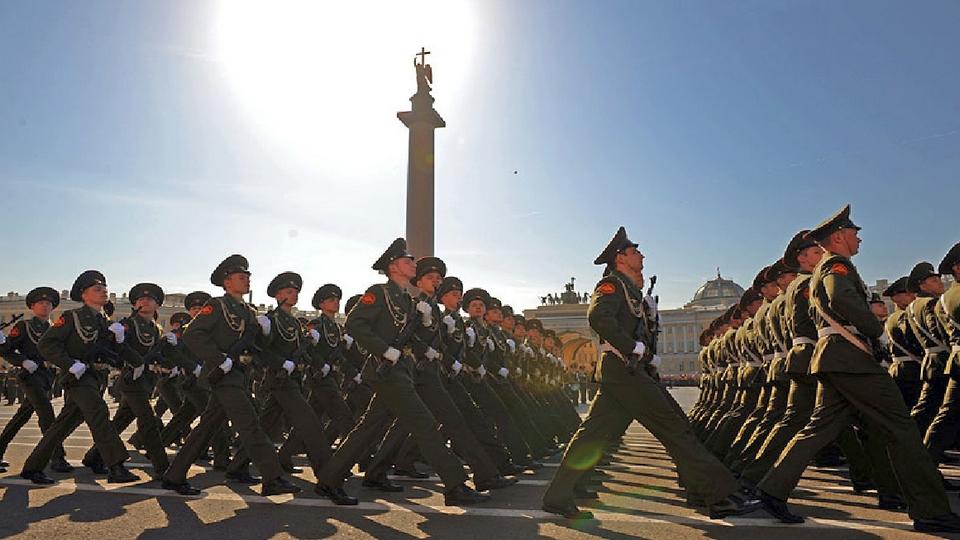 Власти Петербурга продлили ограничения до 28 июня, но парад Победы все же состоится