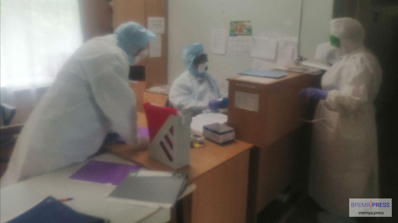 Выплаты медицинским работникам за работу с COVID-19: разъяснение экономистов