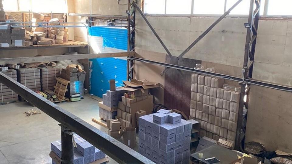 Сотрудниками УФСБ в Заречном был ликвидирован цех по производству контрафактного алкоголя