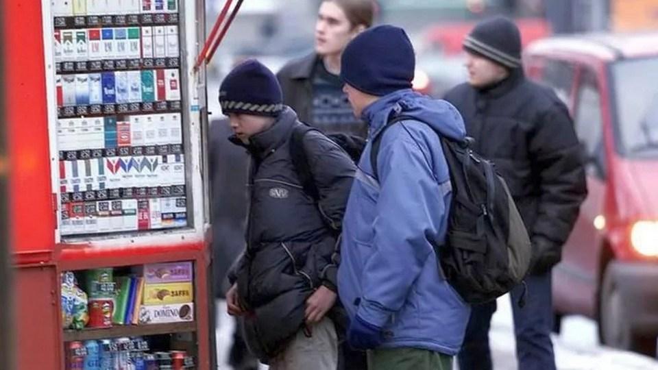 Законопроект о восьмикратном увеличении штрафов за продажу табака подросткам внесли в Госдуму