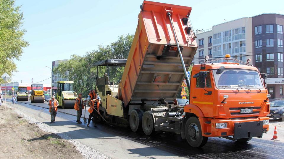 В Каменске-Уральском ремонтируют дороги и тротуары