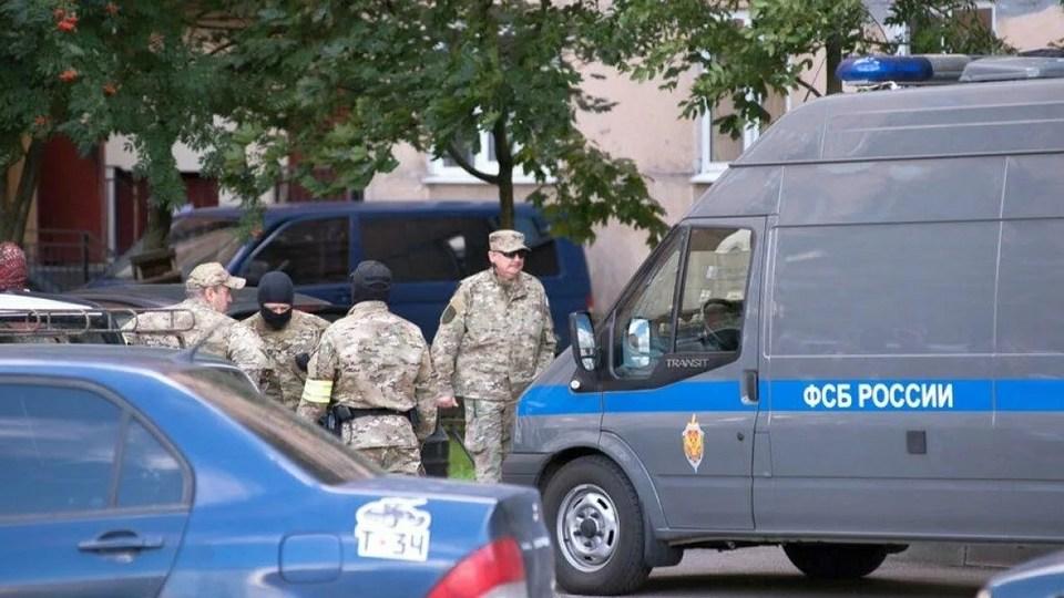 ФСБ показала кадры задержания семи человек, собиравшихся похитить лидера ополчения Донбасса