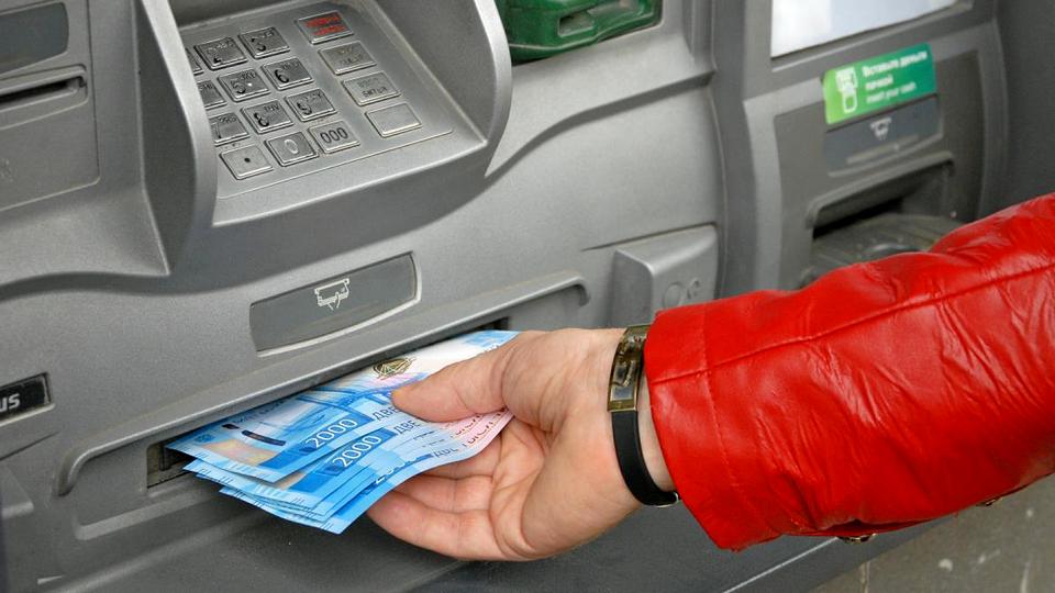 Каменская пенсионерка сделала восемь денежных переводов мошенникам